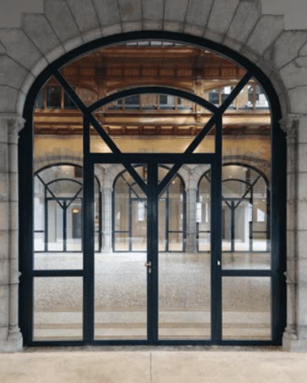 Portique d'entrée en cloison vitrée coupe feu